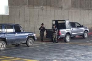 グアテマラ市街地で見る自動小銃