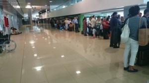 欠航となり混雑するグアテマラ空港