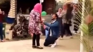 """فصل طالبة في جامعة الأزهر بسبب """"حضن زميل لها"""""""