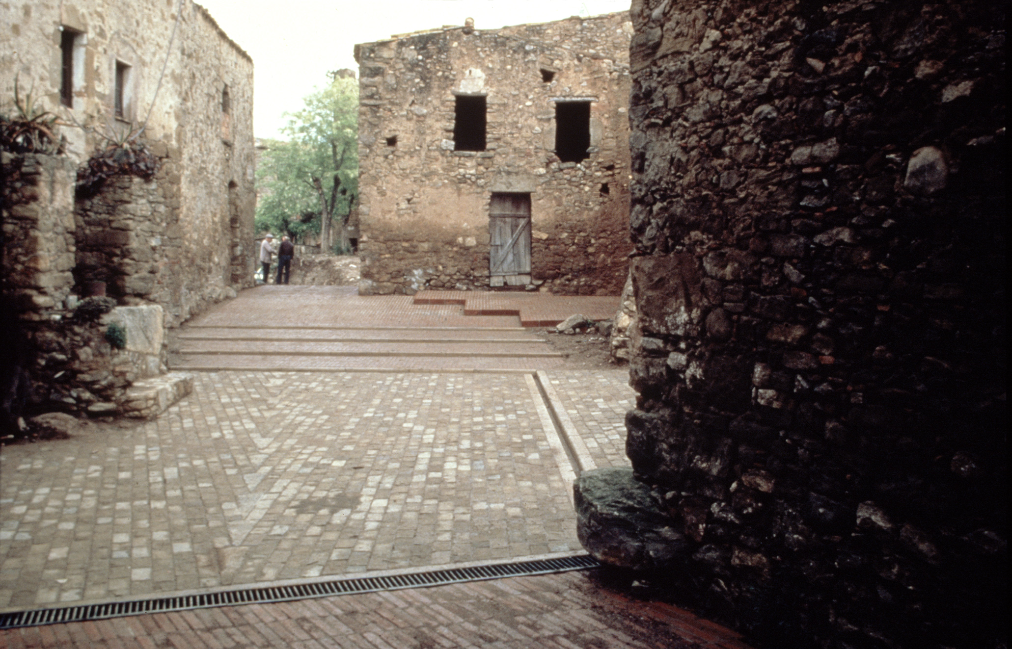 Development of the medieval town of Ullastret Girona  Mateo Arquitectura