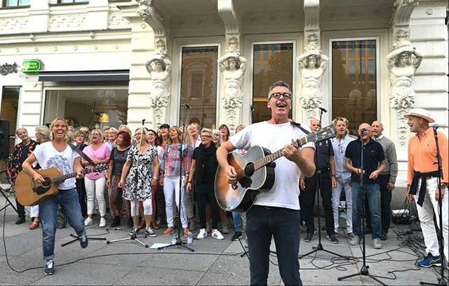 Välkommen till en öppen repetition och gemensam sång med Anna, Martin och Kören på Matería Popup! Fika, lyssna och sjung med så mycket du vill! Onsdag 17 maj 18-20! #Popup #sång #fika