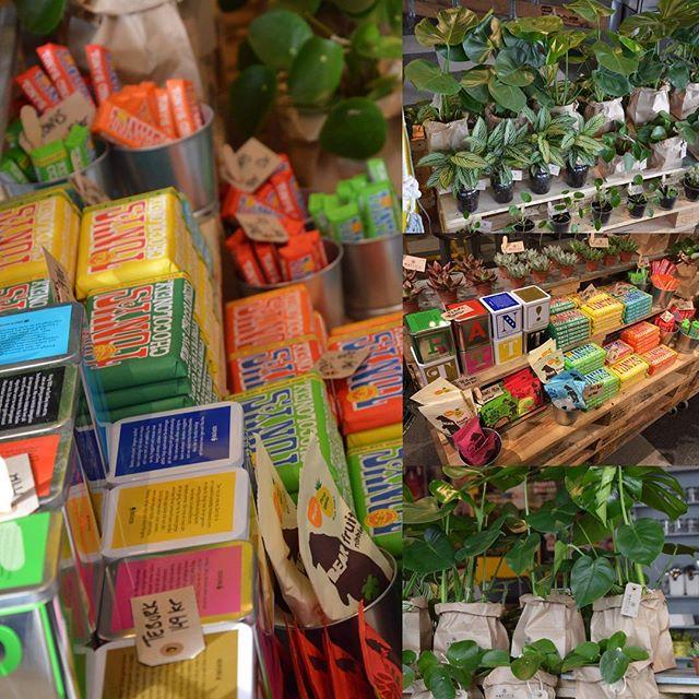 På vår popup hittar du den perfekta gå bort presenten blommor, choklad, fruktgodis, te och kaffe. Eller varför inte ge dig själv en present