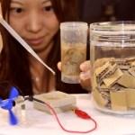 Bateria orgânica de papel reciclado gera energia elétrica limpa