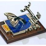 Galvanoplastia para produzir porta-canetas e enfeites de mesa