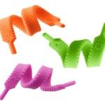 Braçadeiras coloridas de borracha maleável imitam cadarços de tênis