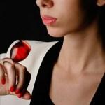 Anéis de cristal com design de taças para bebidas sofisticadas