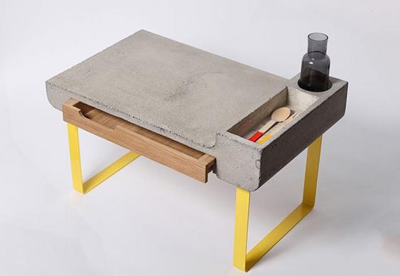 Mesa ou escrivaninha de cimento armado para computador  Matria Incgnita