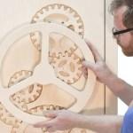 Armário com engrenagens de madeira como tranca de cofre-forte