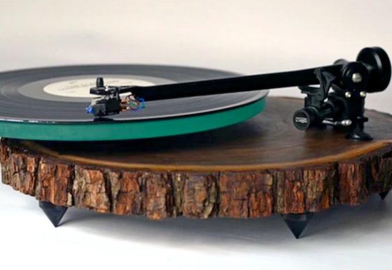 Toca-discos de madeira