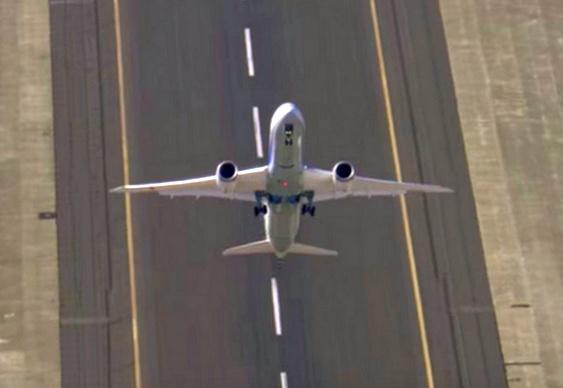 Decolagem de jato Boeing 787-9