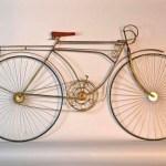 Escultura de bicicleta retrô para usar como enfeite de parede
