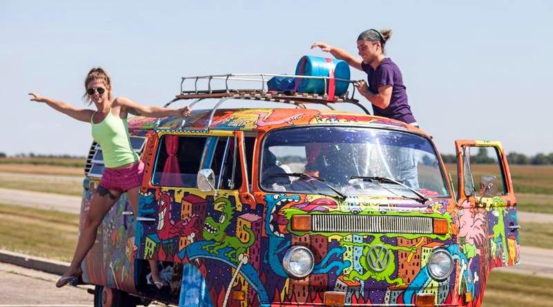 Kombi com pintura hippie