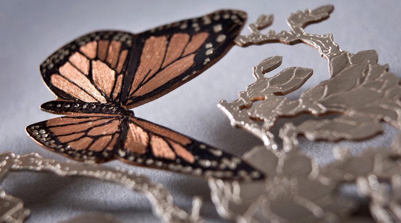 Duas borboletas voando