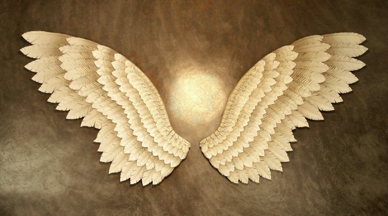 Escultura de par de asas de anjo em tamanho real