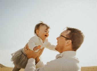 ¿Cómo se vincula el padre con el bebé?