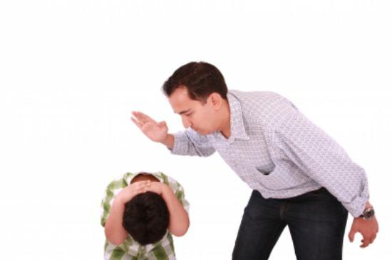 Resultado de imagen para imagenes padre pega niño
