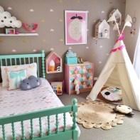 almofadas na decoração do quarto das crianças 22