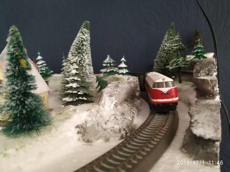 TT Eisenbahn Winterlandschaft fertig - V118 BTTB
