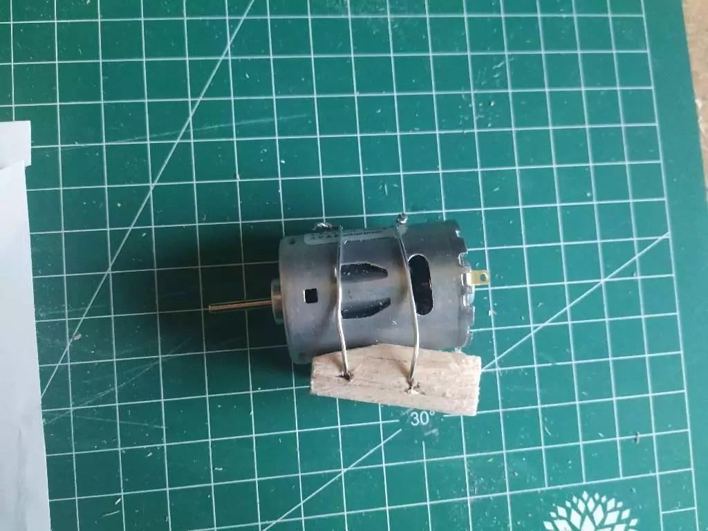 Crackerbox Ruder Motor 1