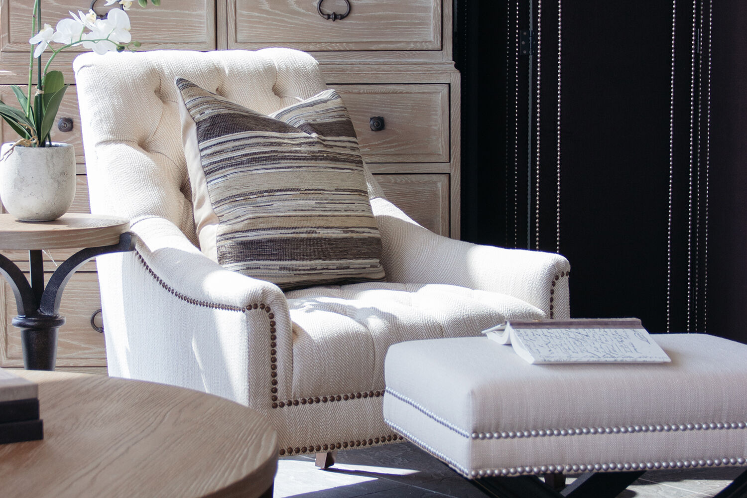 schnadig sofa 9090 ivory set button tufted traditional 33 quot chair in cream mathis