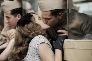 Hacksaw Ridge 2016 kiss on the train