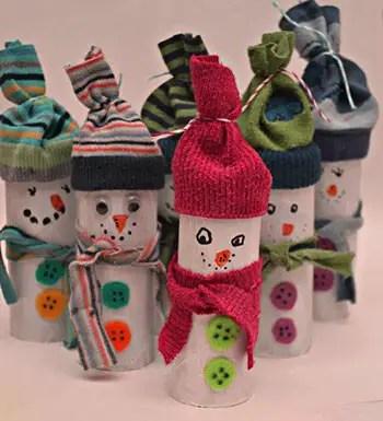 Χιονάνθρωπος με ρολό και κάλτσα