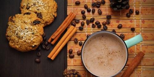 ζεστή σοκολάτα κανέλα μπισκότα