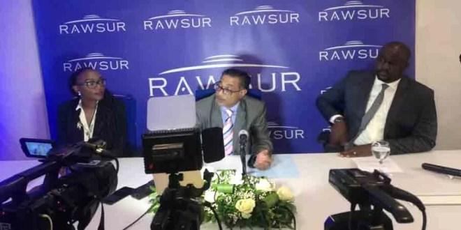 G à D : Monique Muteba, Yashwin Hawoldar et le responsable de communication RAWSUR