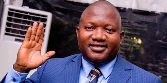 le ministre John Ntumba