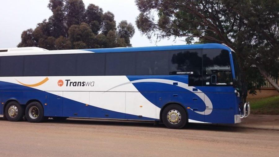 Bussilla takaisin Esperanceen, 94 AUD suunta. Ei ihan halpaa, mutta halvempaa kuin lentäminen.