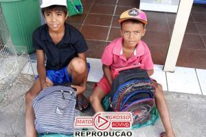 Família dá material escolar a irmãos que catavam papelão 82