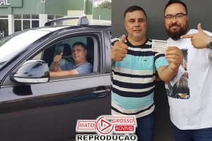 Médico entrega próprio carro a vencedor de rifa: pagar salários atrasados 71