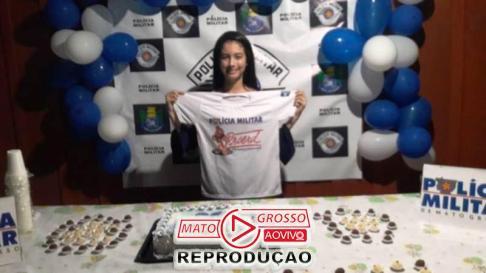 A alegria de receber os presentes e a presença dos policiais em sua festa estava estampada no rosto da adolescente Jainy Vitória.