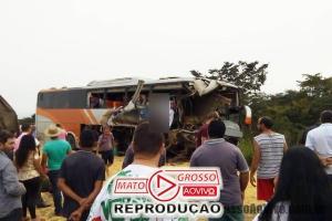 Ônibus de Rondônia com passageiros de Mato Grosso sofre acidente violento com carreta na BR 364 67