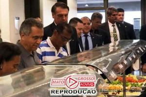 """Pela primeira vez na história um presidente da república almoça junto aos servidores no """"bandejão"""" do Planalto 61"""