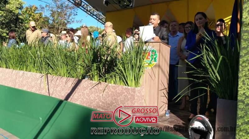 Palco com autoridades de Alta Floresta desaba durante solenidade de aniversário do município 66