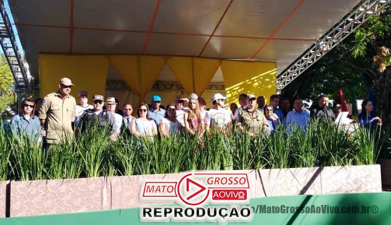 Palco com autoridades de Alta Floresta desaba durante solenidade de aniversário do município 65
