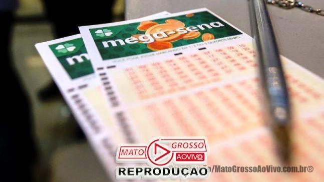 Apostadores fazem fila em casa lotérica. A Caixa Econômica Federal sorteia Sábado (11) as seis dezenas do concurso 2.150 da Mega-Sena acumulada, que deve pagar um prêmio de R$ 275 milhões.