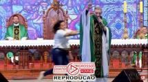 Padre Marcelo Rossi é jogado do palco por mulher durante celebração de missa em Cachoeira Paulista 131