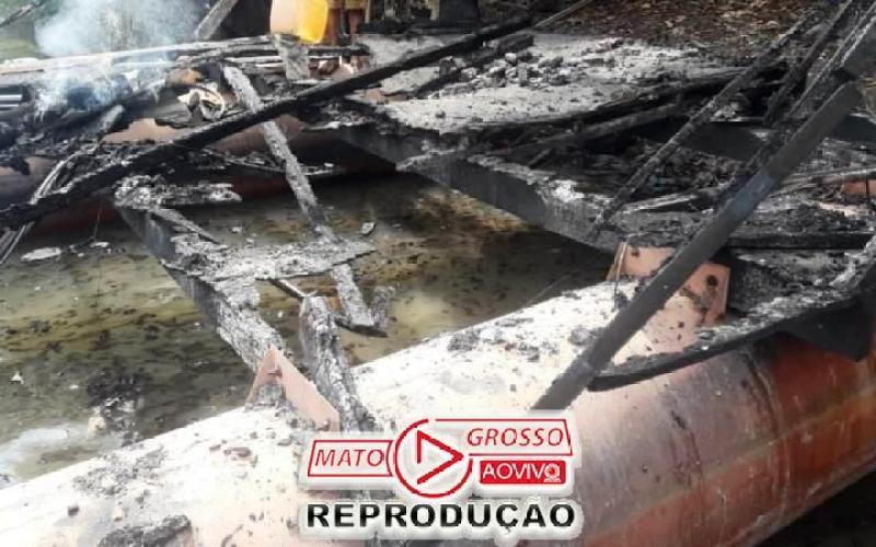 Garimpeiros próximos a Usina de São Manoel, no Rio Teles Pires, são retirados a força e balsas queimadas pelo Ibama 79