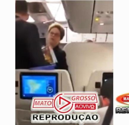 """Dilma Rousseff  bate boca com passageiros de avião e é chamada de """"bandida"""", Lula também é atacado por onde anda 186"""
