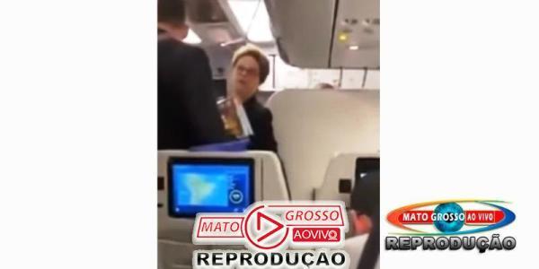 """Dilma Rousseff  bate boca com passageiros de avião e é chamada de """"bandida"""", Lula também é atacado por onde anda 33"""