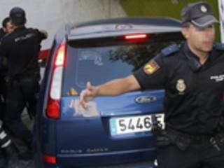 La policia encuentra restos organicos en el piso donde agredía a sus victimas