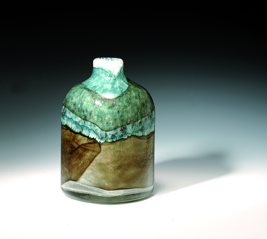 Benny Motzfeldt. Vase. Utført ved PLUS glasshytte. 1974. H. 26. (Foto: Blomqvist Kunsthandel)