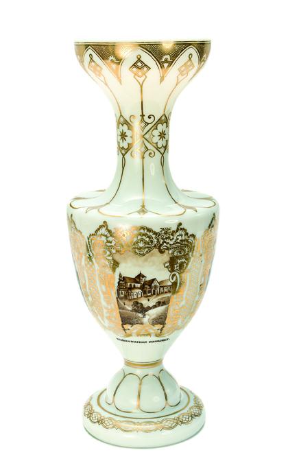 Robert Gube (dekor). Vase. Utført ved Hadeland Glassverk. Sannsynligvis 1860-årene. (Foto: Blomqvist Kunsthandel)