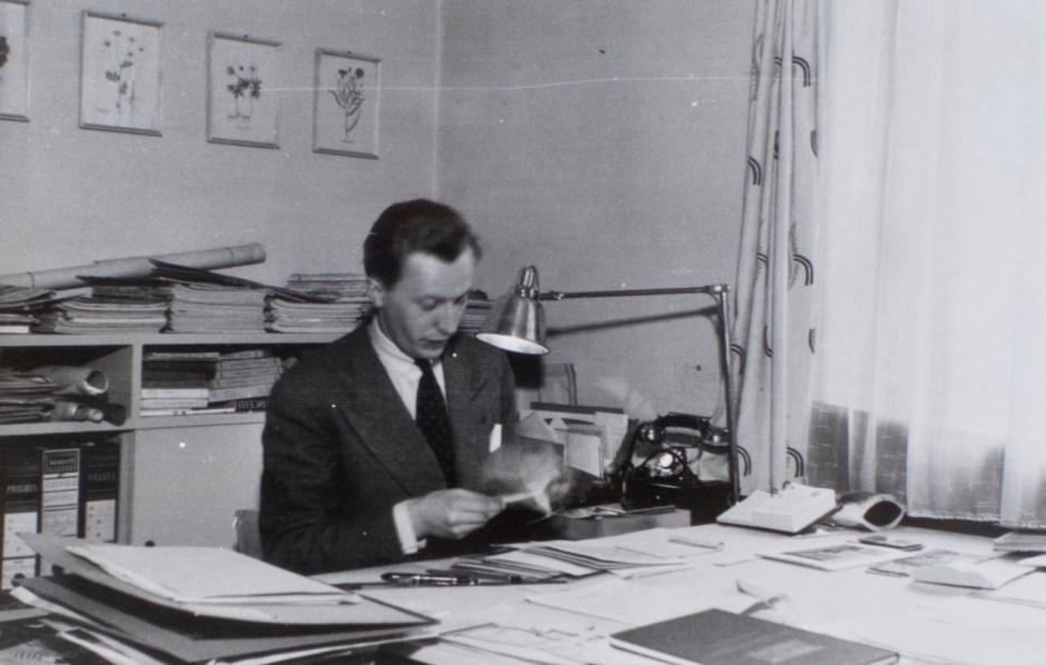 Arne Remlov på Bonytt-redaksjonen. Ca. 1944.