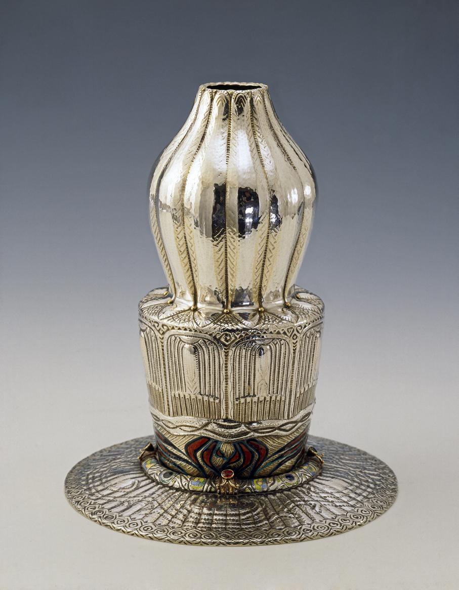 Jacob Prytz. Vase. Sølv og emalje. Utført av J. Tostrup. 1914. (Foto: Nasjonalmuseet)