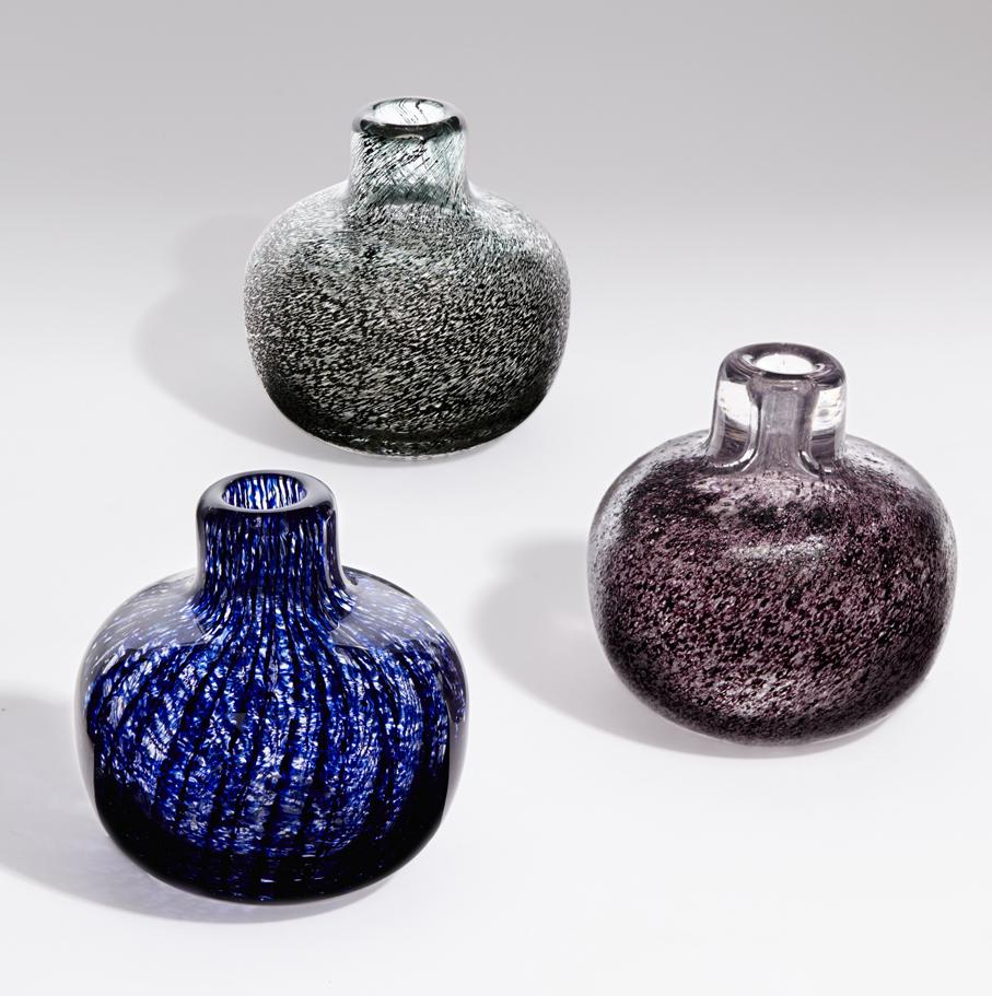 Arne Lindaas. Vaser. Utført ved Magnor Glassverk. 1970-tallet. (Foto: Blomqvist Kunsthandel)