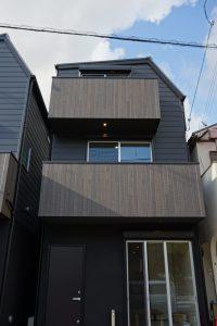 神戸市O様邸、漆黒の双塔