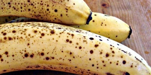 Övermogna, prickiga bananer